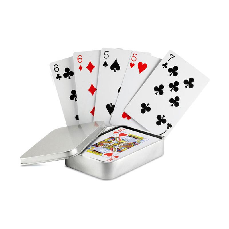 Гадание на игральных картах: http://vsemagi.ru/articles/Gadanie-trishaga